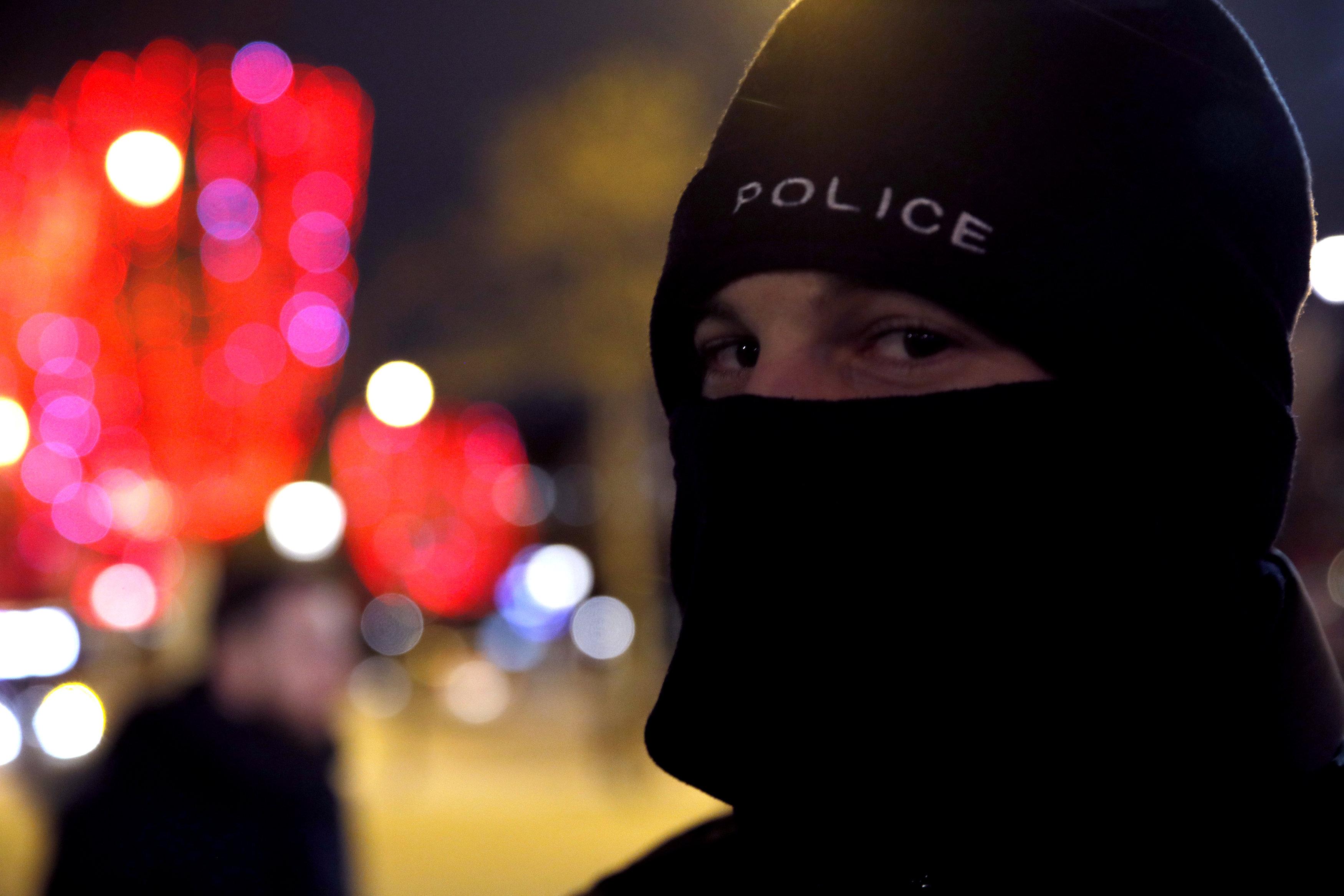 2018-12-20T222535Z_1429851632_RC1EAF997470_RTRMADP_3_FRANCE-PROTESTS-POLICE