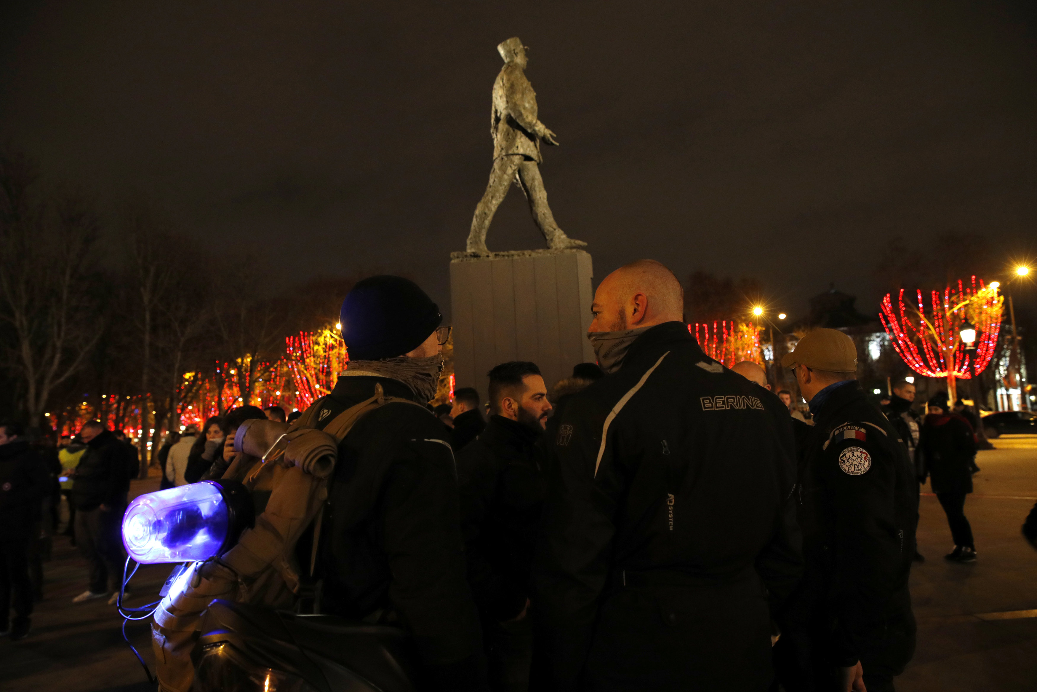 2018-12-20T222557Z_492069207_RC1AC70A4DE0_RTRMADP_3_FRANCE-PROTESTS-POLICE