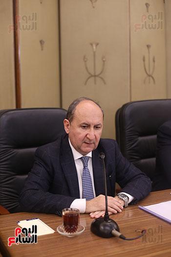 لجنة الصناعة (9)