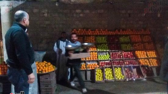 حملة إشغالات ليلية على المقاهى المخالفة بمدينة العياط (8)