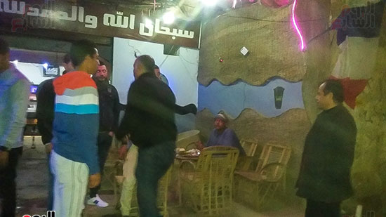 حملة إشغالات ليلية على المقاهى المخالفة بمدينة العياط (17)