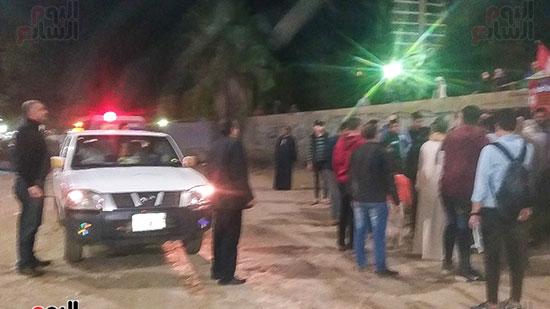 حملة إشغالات ليلية على المقاهى المخالفة بمدينة العياط (10)