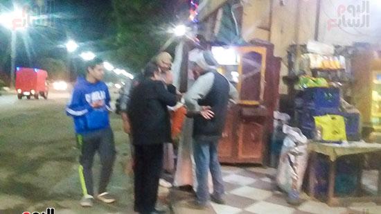 حملة إشغالات ليلية على المقاهى المخالفة بمدينة العياط (11)