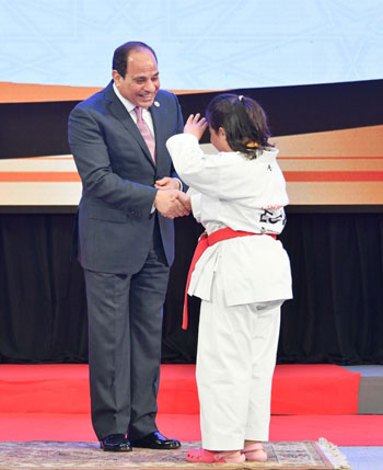 Image result for صور الرئيس السيسي مع ذوي الاعاقة