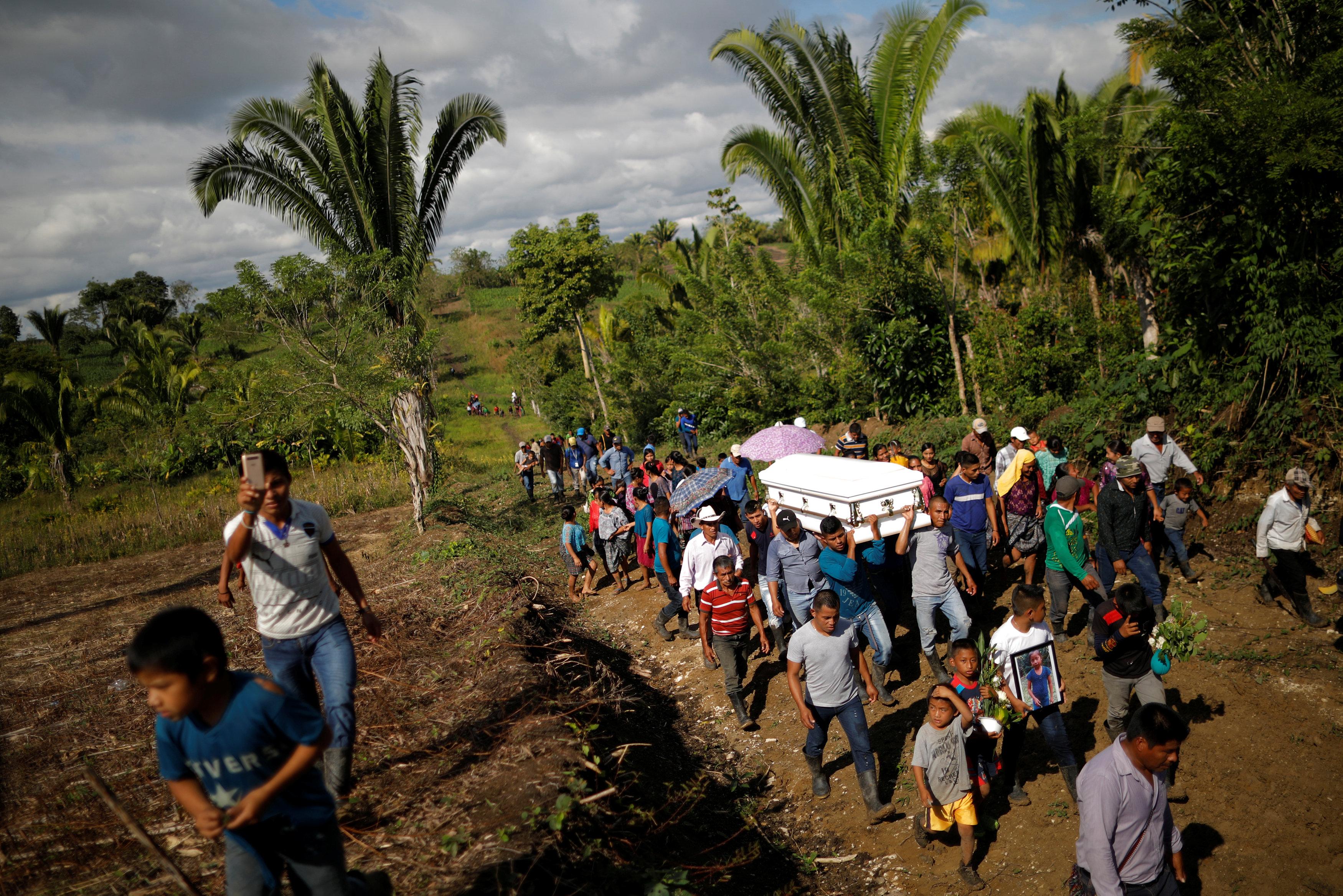 جنازة الطفلة (2)