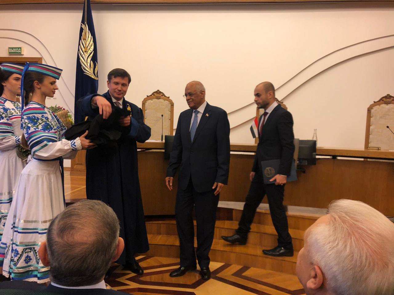 جامعة بيلا روسيا تمنح عبد العال الاستاذية الفخرية