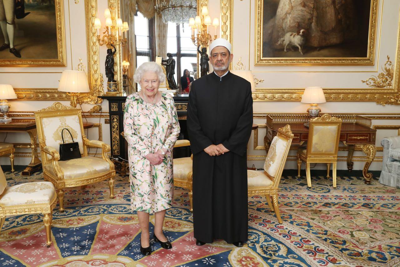 6- شيخ الازهر وملكة بريطانيا