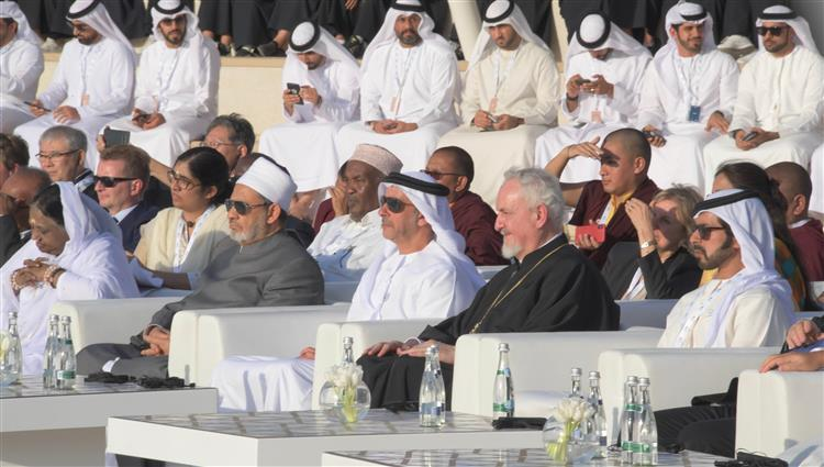 10-شيخ الازهر خلال زيارته واحة الكرامة على هامش مؤتمر الطفل