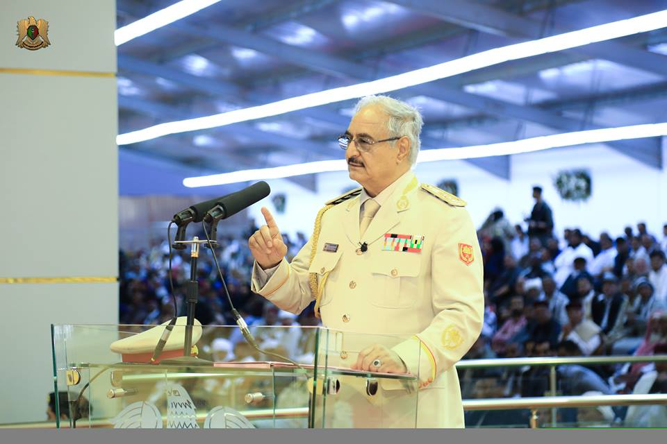 المشير حفتر يتحدث لشيوخ القبائل حول تحرير مدن ليبيا من الارهابيين
