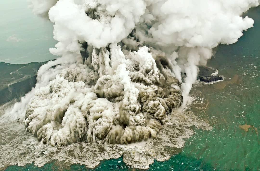 انفجار بركانى فى اندونيسيا