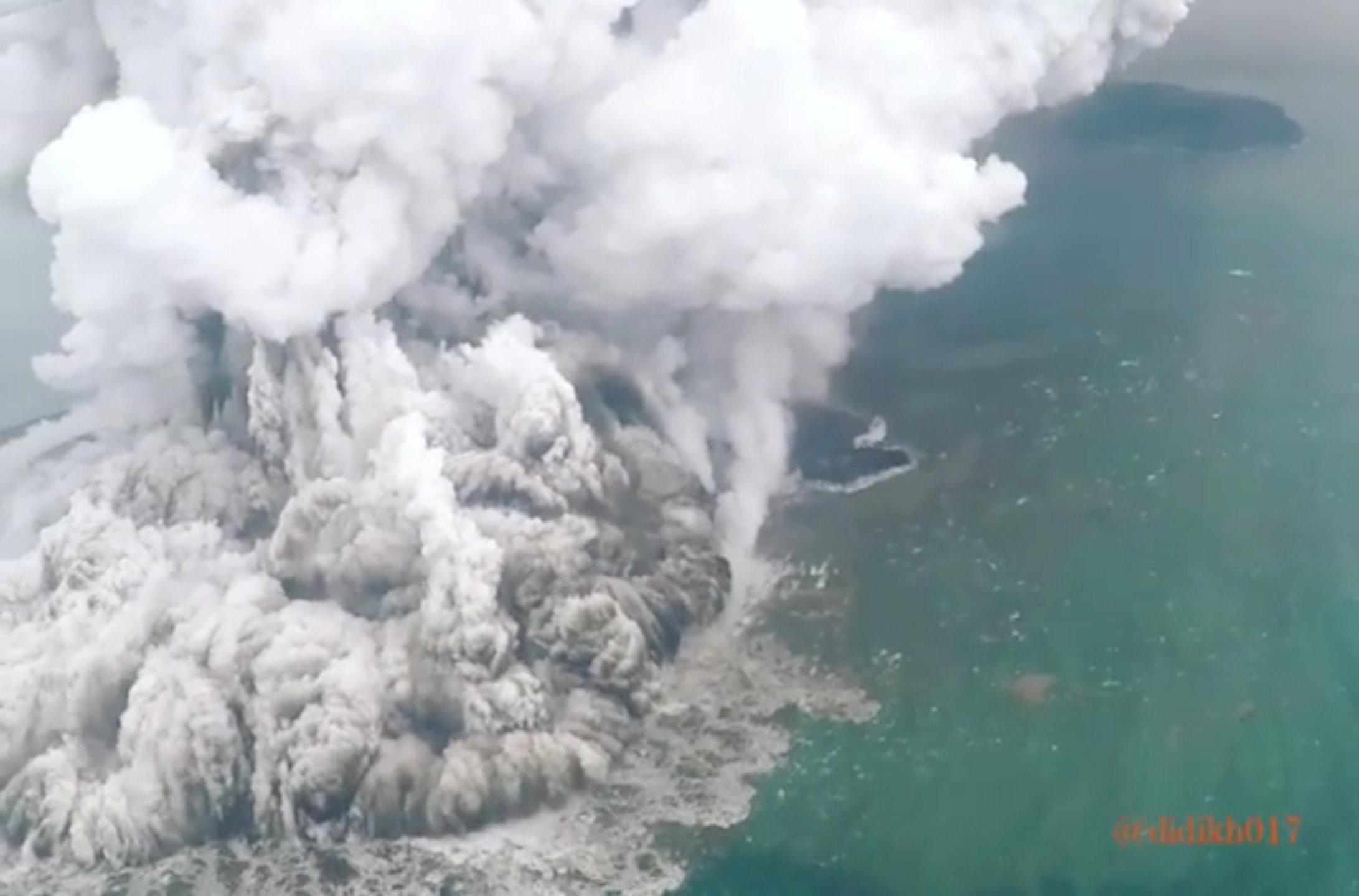 انفجار بركانى باندونيسيا