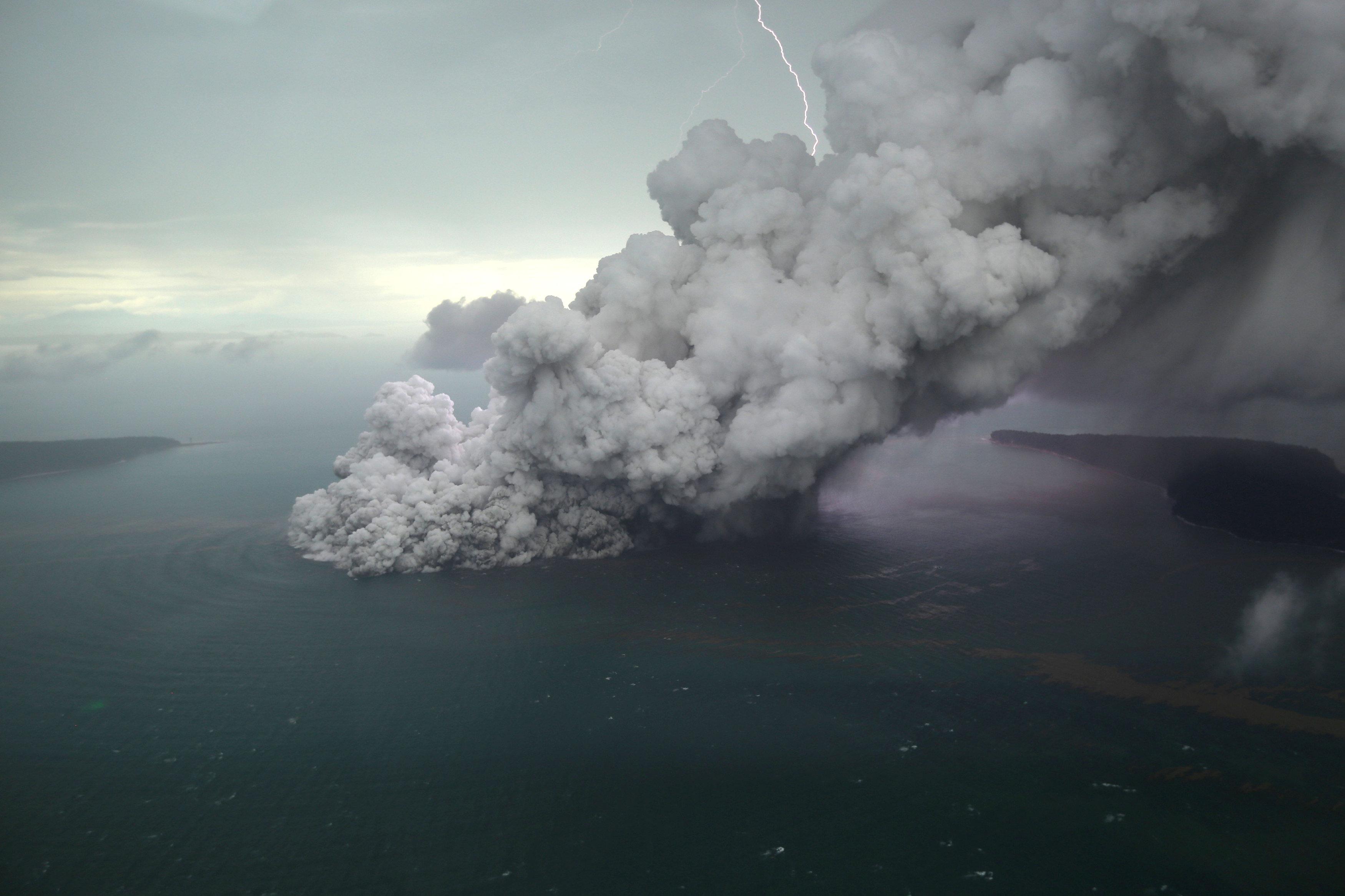 بركان فى اندونيسيا