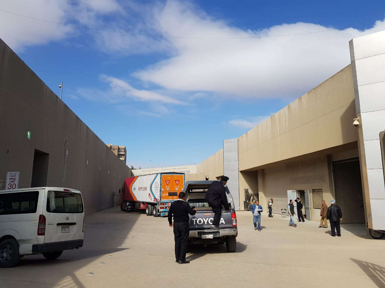 خلال عملية نقل الآثار للمتحف الكبير (10)