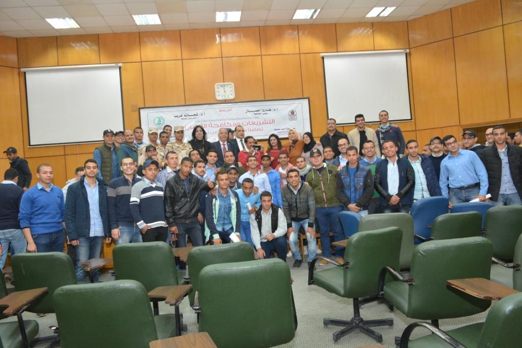 ندوة التشريعات ومكافحة الإدمان بجامعة أسيوط (11)