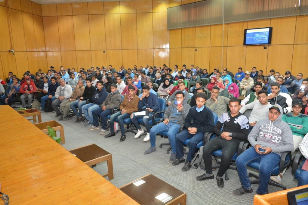 ندوة التشريعات ومكافحة الإدمان بجامعة أسيوط (2)