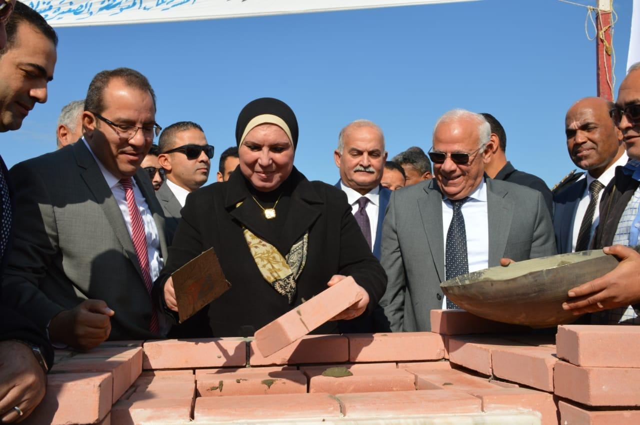 نيفين جامع تضع حجر أساس المنطقة الصناعية الثانية للشباب ببورسعيد (3)
