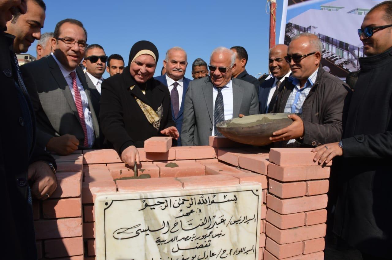 نيفين جامع تضع حجر أساس المنطقة الصناعية الثانية للشباب ببورسعيد (4)