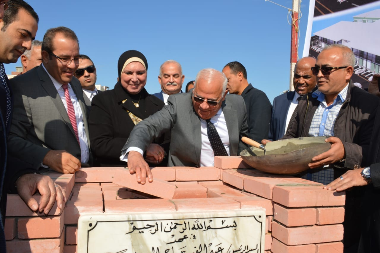 نيفين جامع تضع حجر أساس المنطقة الصناعية الثانية للشباب ببورسعيد (2)