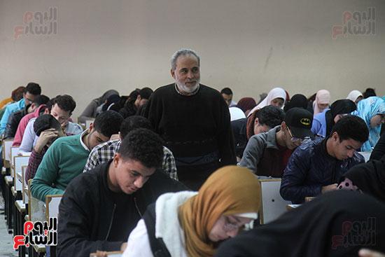امتحانات جامعة القاهرة (12)