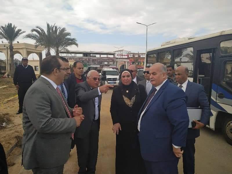 نيفين جامع تتفقد شارع مشروعات الشباب ببورسعيد (1)