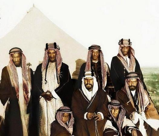 ابناء الملك عبدالعزيز وهم صغار