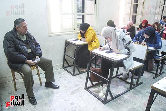 امتحانات جامعة القاهرة (9)