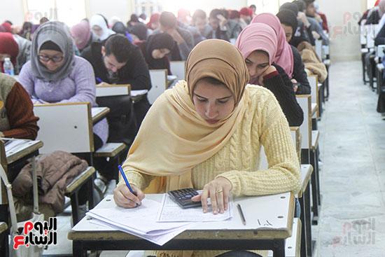 امتحانات جامعة القاهرة (13)