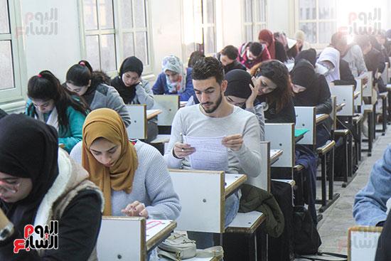 امتحانات جامعة القاهرة (3)