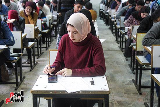 امتحانات جامعة القاهرة (8)