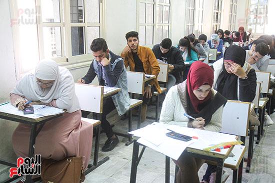 امتحانات جامعة القاهرة (16)