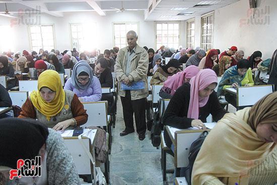 امتحانات جامعة القاهرة (4)