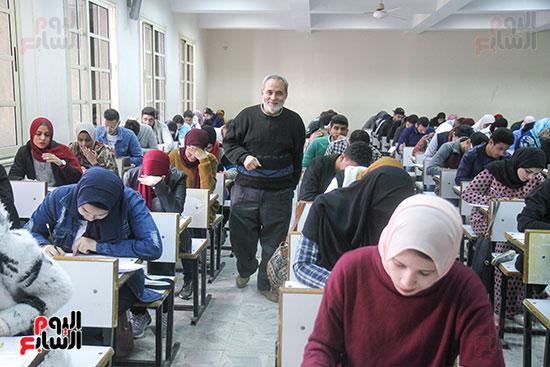 امتحانات جامعة القاهرة (10)