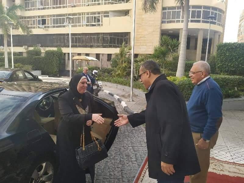نيفين جامع تتفقد شارع مشروعات الشباب ببورسعيد (3)