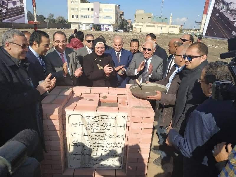 نيفين جامع تضع حجر أساس المنطقة الصناعية الثانية للشباب ببورسعيد (1)