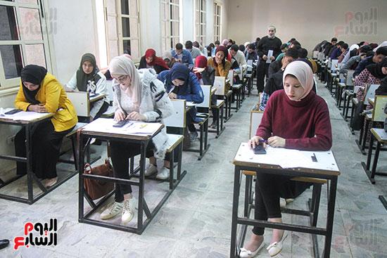 امتحانات جامعة القاهرة (7)