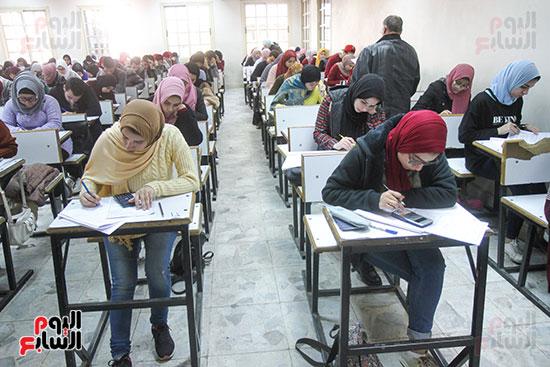 امتحانات جامعة القاهرة (14)