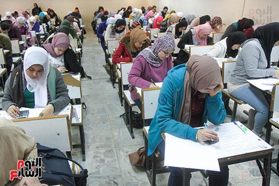 امتحانات جامعة القاهرة (5)