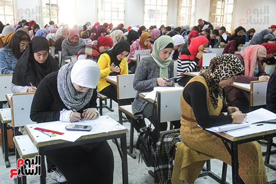 امتحانات جامعة القاهرة (15)