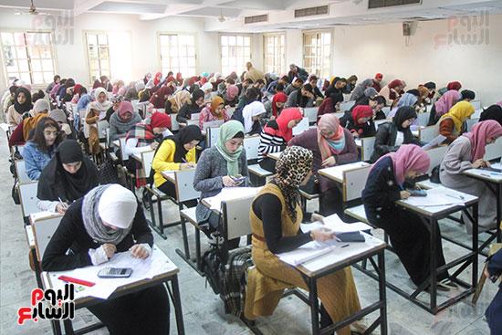 امتحانات جامعة القاهرة (1)
