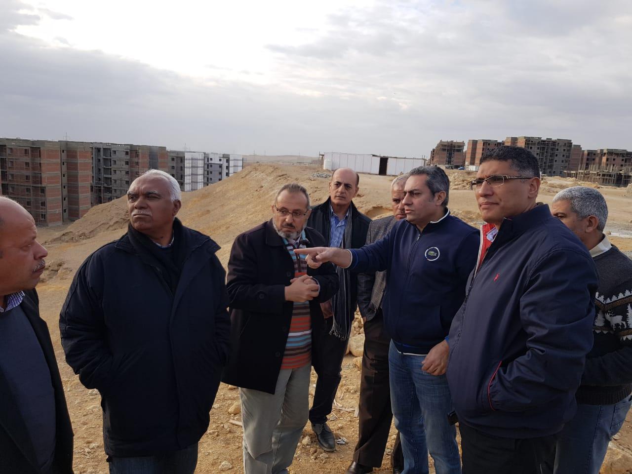 نائب وزير الإسكان يتفقد عدد من مشروعات مدينة القاهرة الجديدة (1)