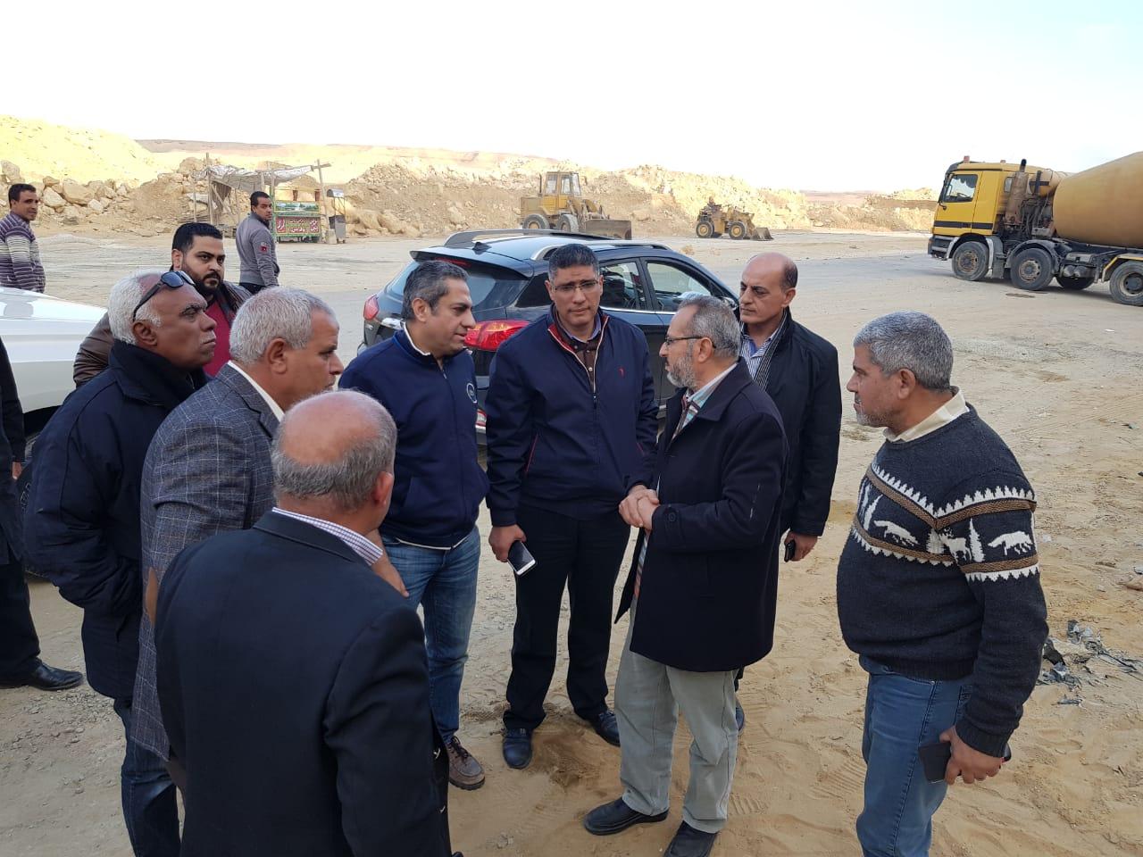 نائب وزير الإسكان يتفقد عدد من مشروعات مدينة القاهرة الجديدة (5)