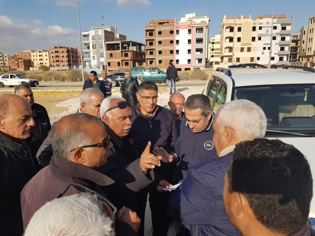 نائب وزير الإسكان يتفقد عدد من مشروعات مدينة القاهرة الجديدة (2)