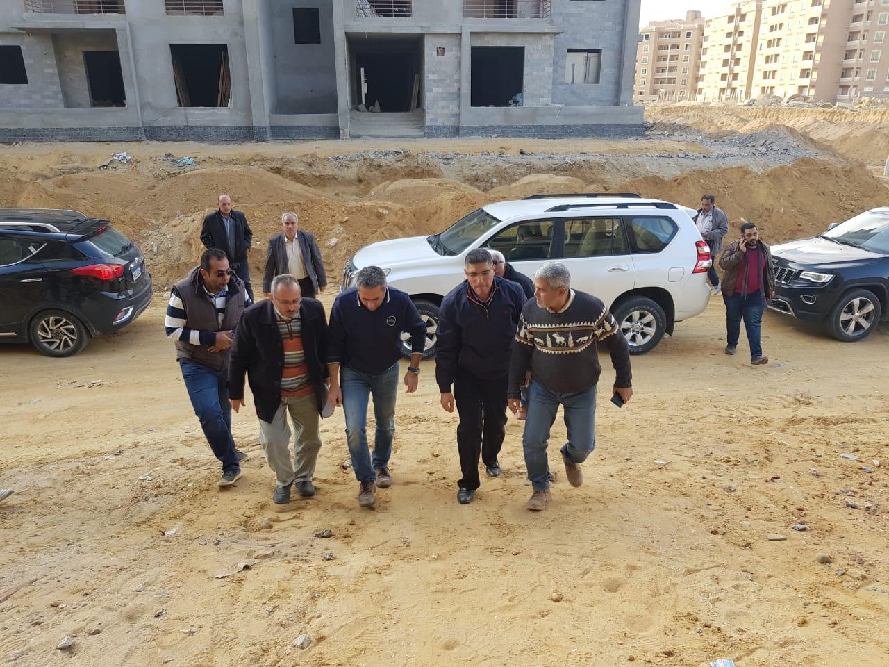 نائب وزير الإسكان يتفقد عدد من مشروعات مدينة القاهرة الجديدة (3)