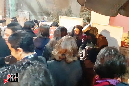 الشرطة النسائية تشارك فى تأمين كنائس أسيوط (3)