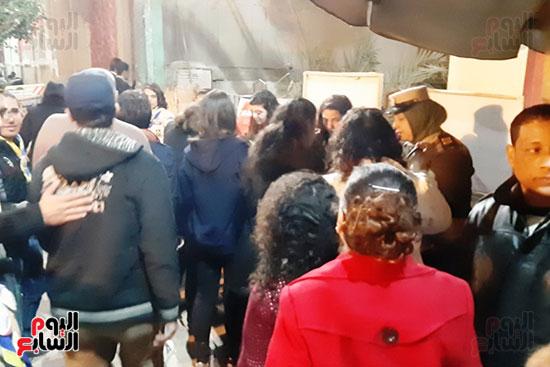الشرطة النسائية تشارك فى تأمين كنائس أسيوط (4)