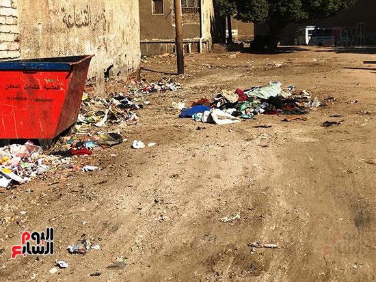 الصرف الصحى يغرق مساكن حى حسام كيلانى (10)