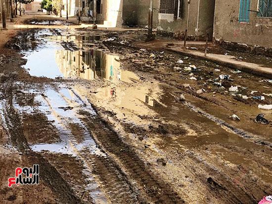 الصرف الصحى يغرق مساكن حى حسام كيلانى (11)