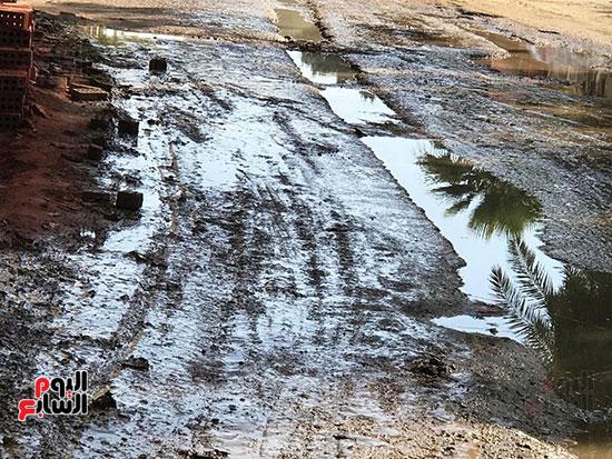 الصرف الصحى يغرق مساكن حى حسام كيلانى (7)