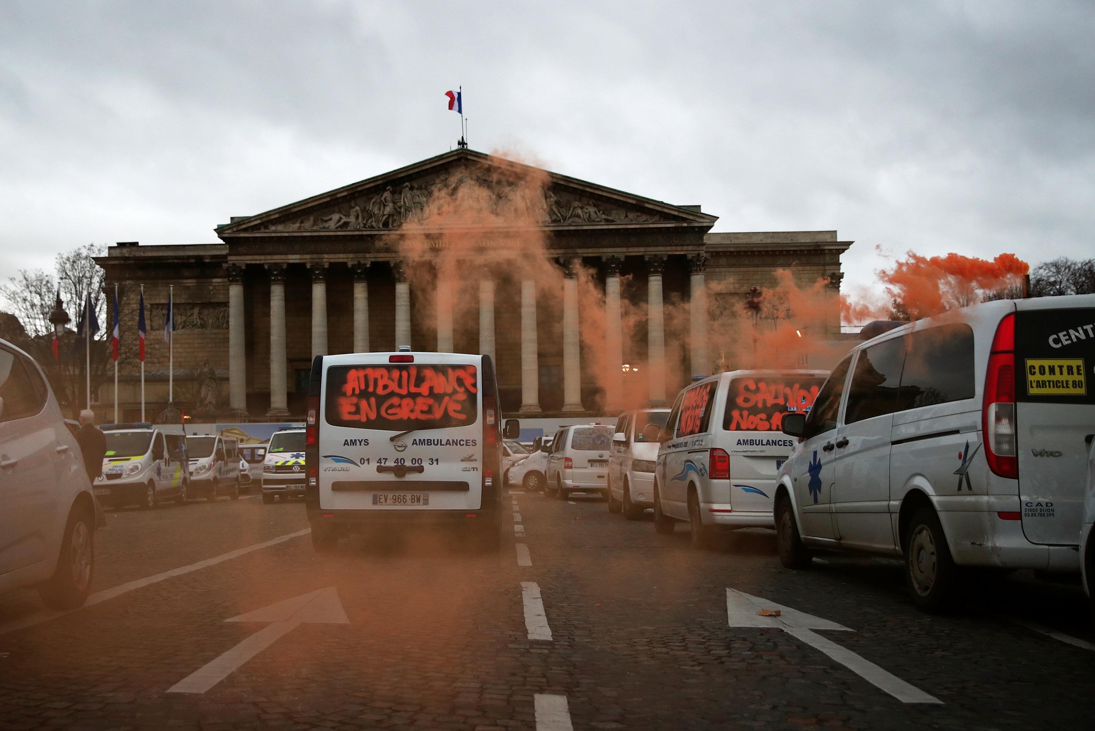 مظاهرات أمام مقر البرلمان الفرنسى