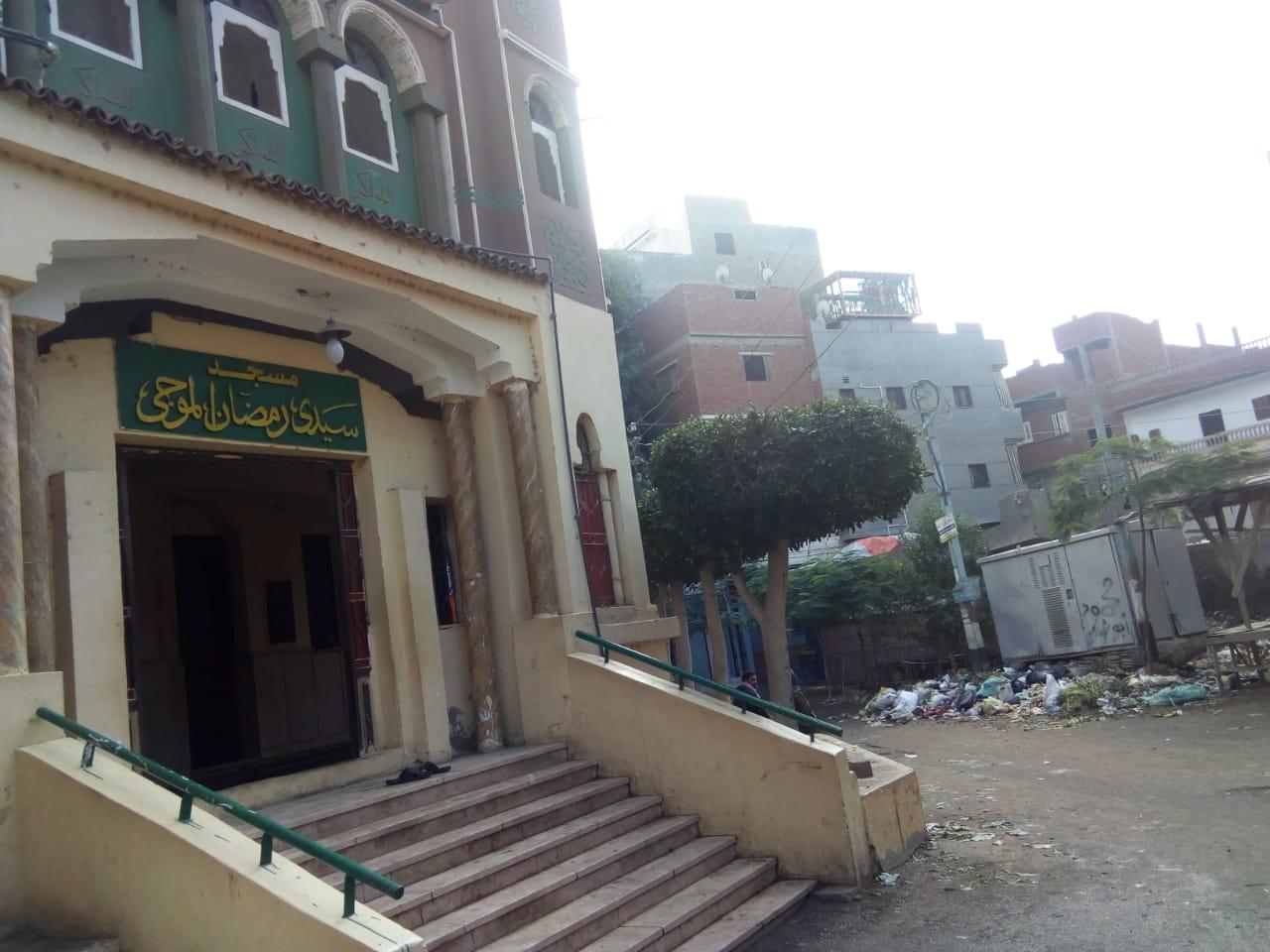 انتشار القمامة بجوار المسجد